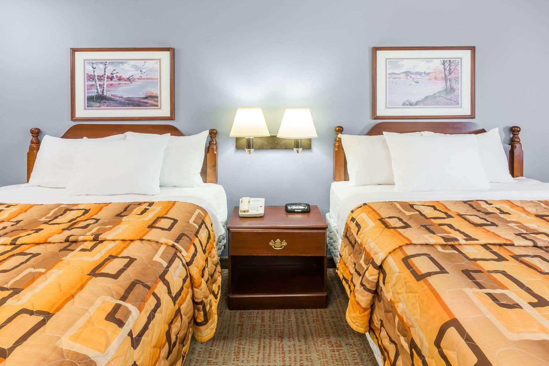 Room - Days Inn Rayne