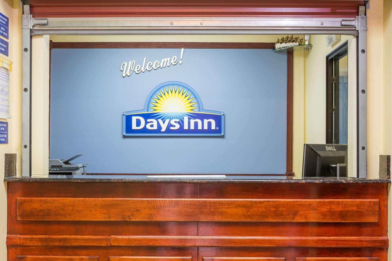 Lobby - Days Inn Rayne