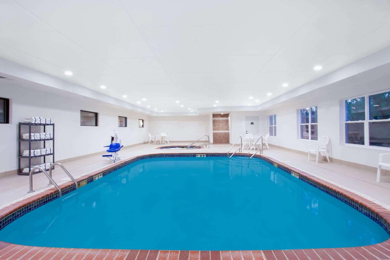 Pool - Wingate by Wyndham Hotel Columbia