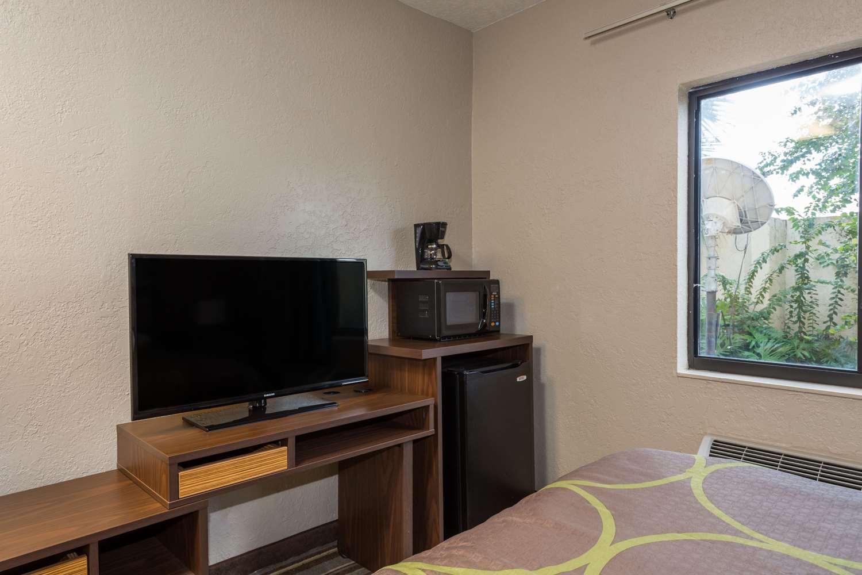 Amenities - Super 8 Hotel Pompano Beach