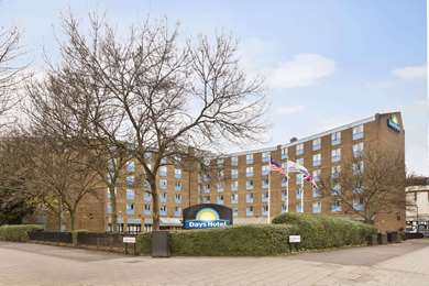 Waterloo Hub Hotel & Suites