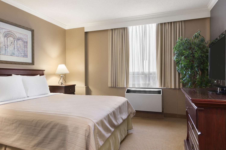 Room - Days Inn Nepean Ottawa