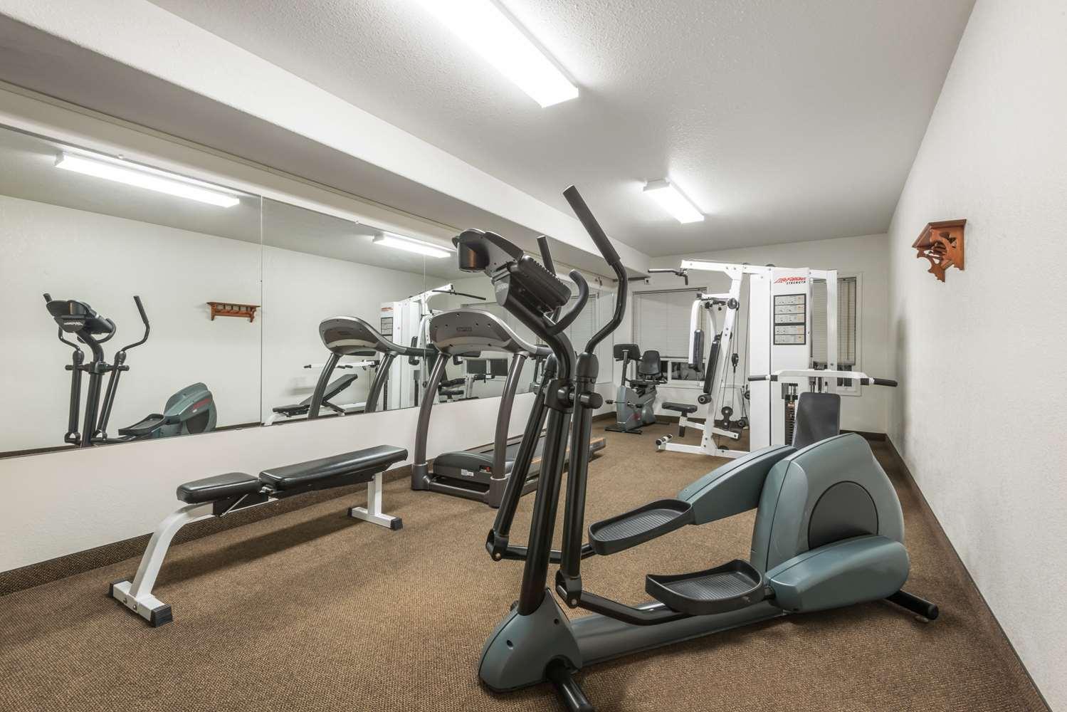 Fitness/ Exercise Room - Super 8 Hotel Vermilion