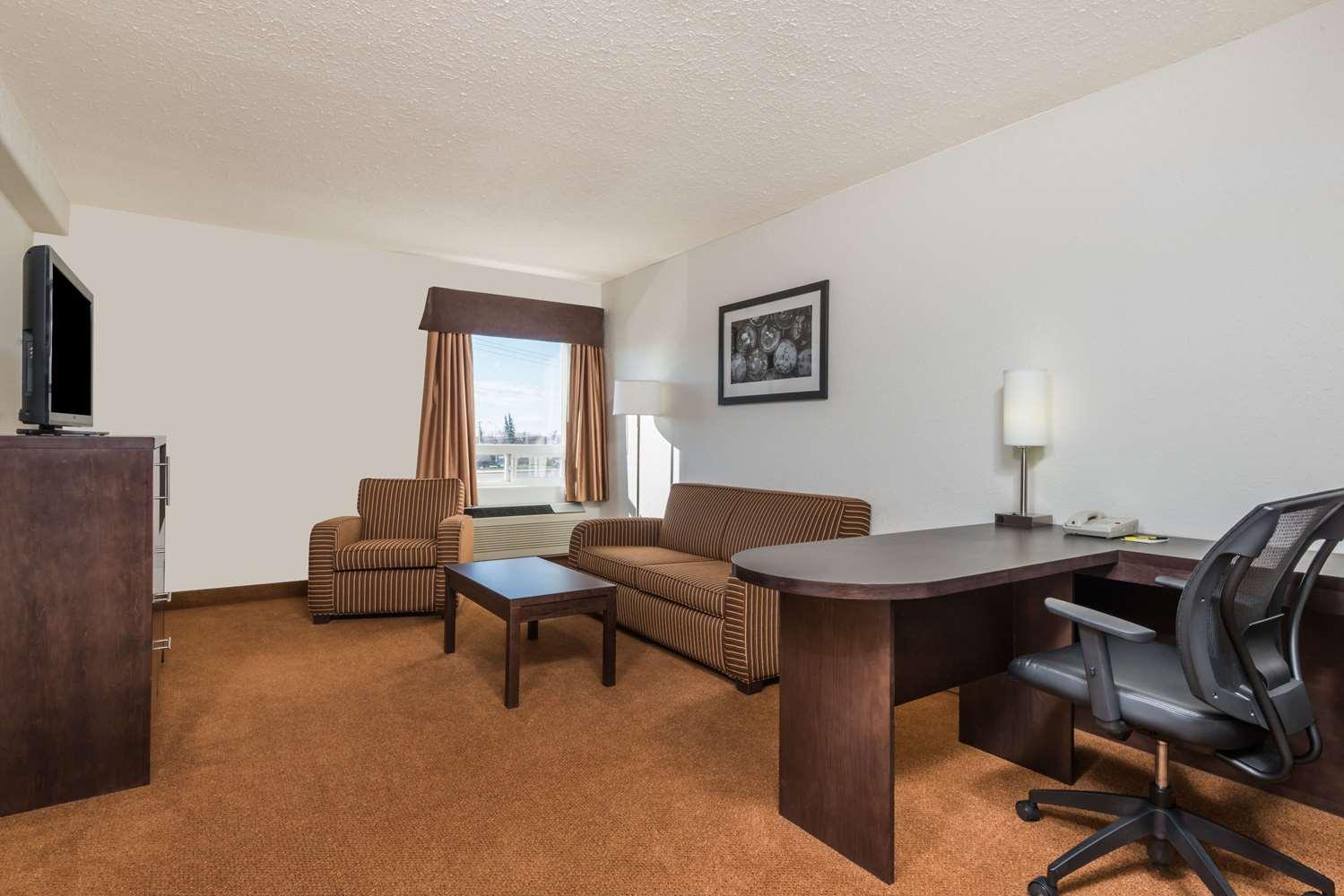 Suite - Super 8 Hotel Vermilion