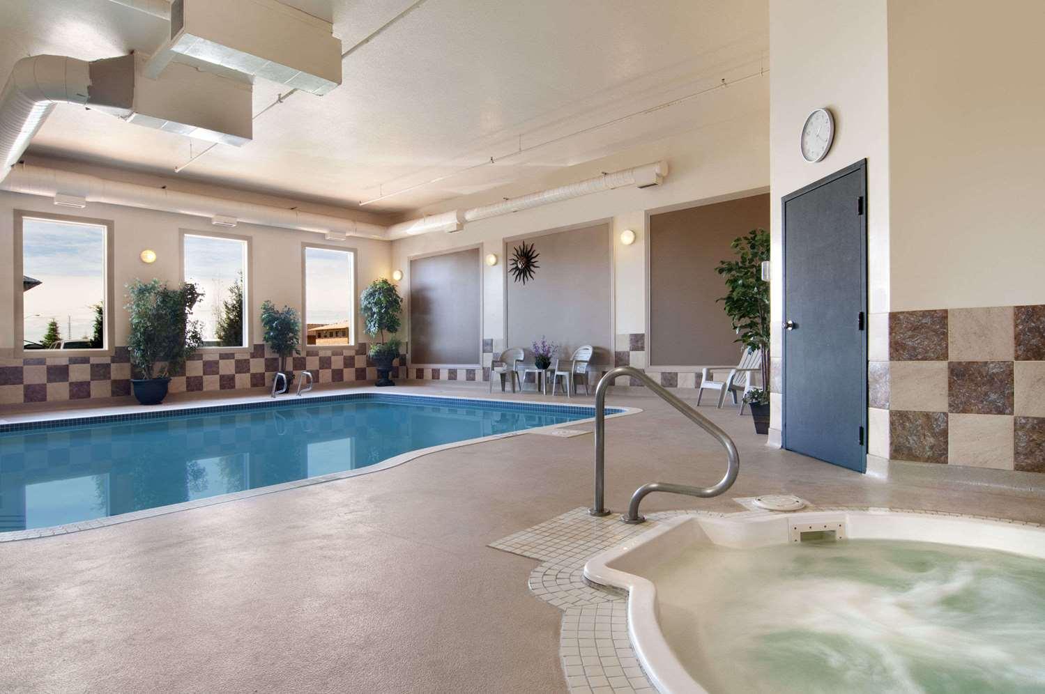 Pool - Travelodge Stony Plain