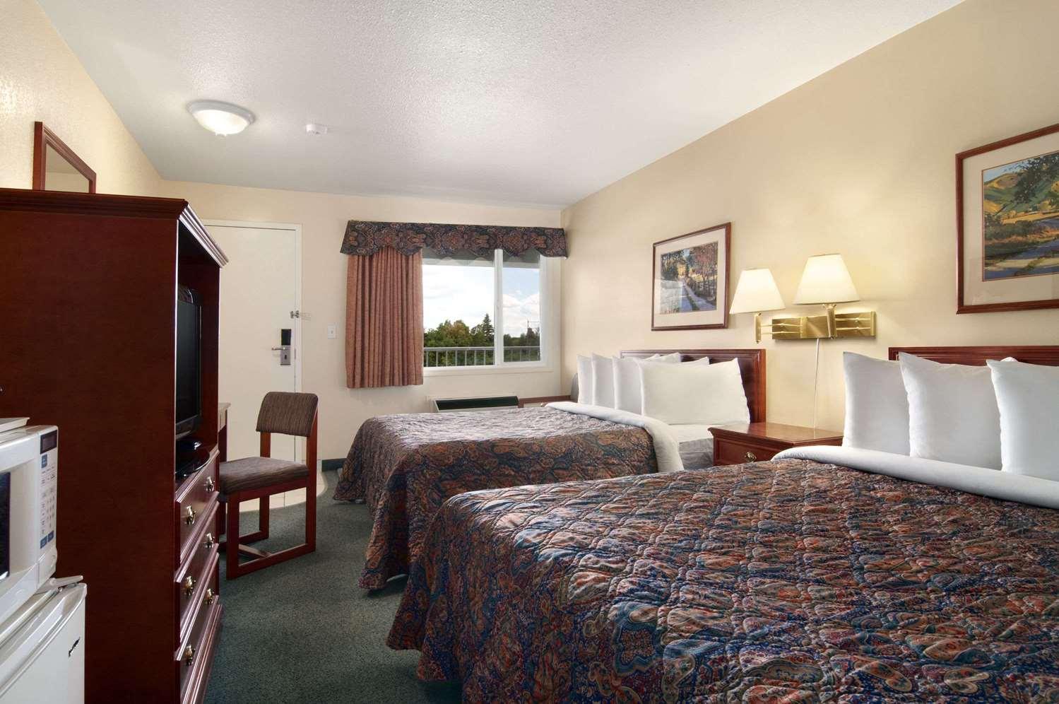 Room - Travelodge Drumheller
