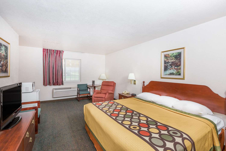 Suite - Super 8 Hotel Holton