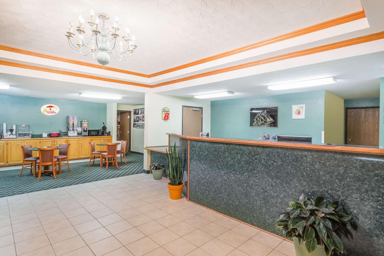 Lobby - Super 8 Hotel Holton