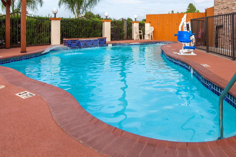 Pool - Super 8 Hotel Northwest Houston