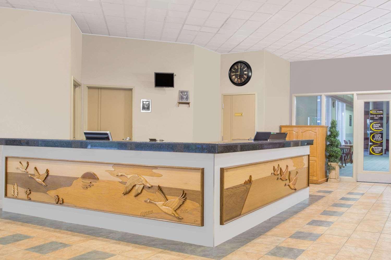 Lobby - Super 8 Hotel Portage la Prairie