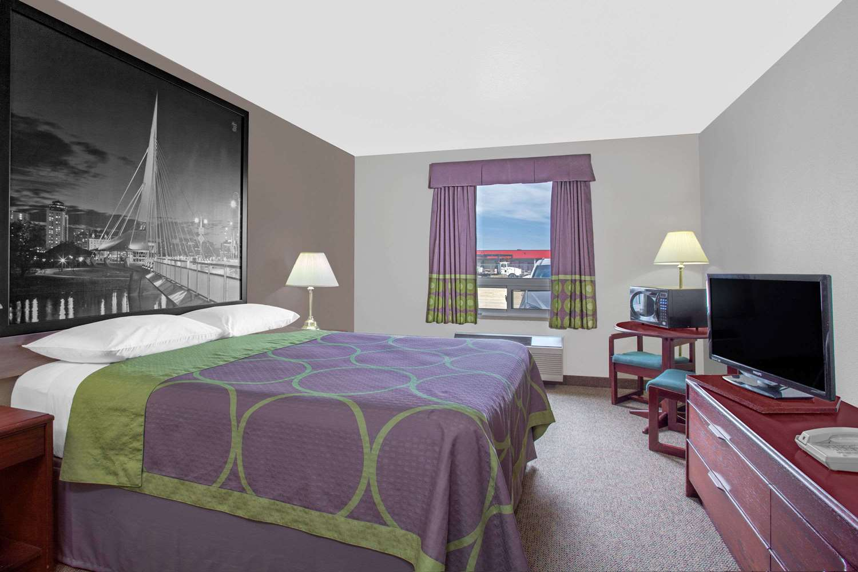 Room - Super 8 Hotel Portage la Prairie