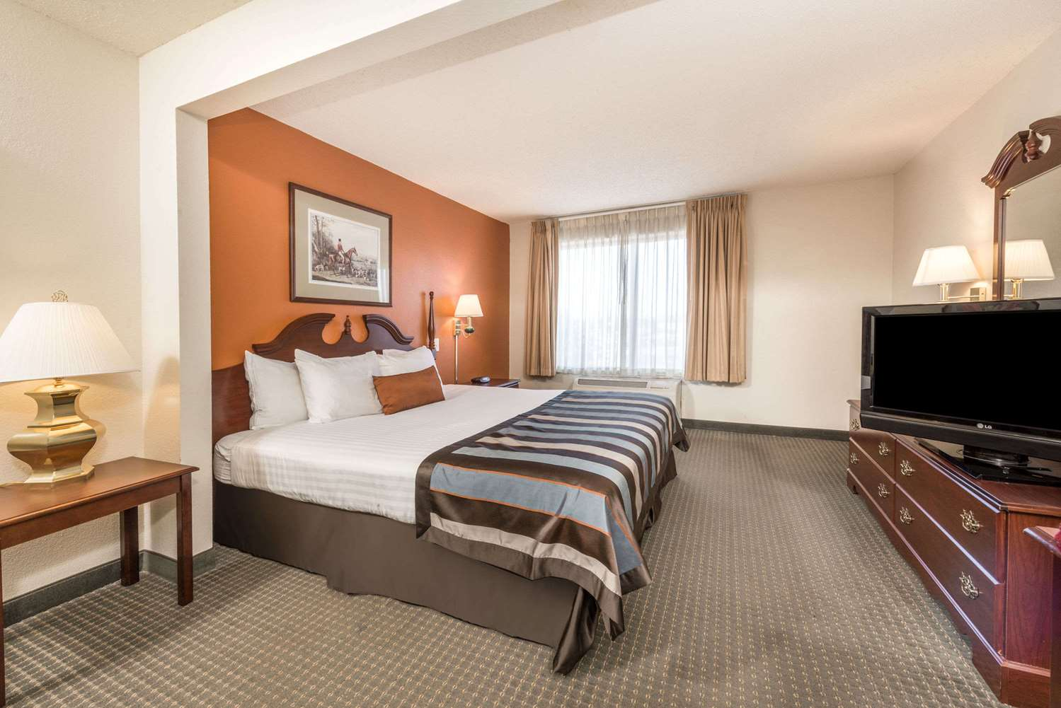Room - Wingate by Wyndham Hotel Airport Indianapolis