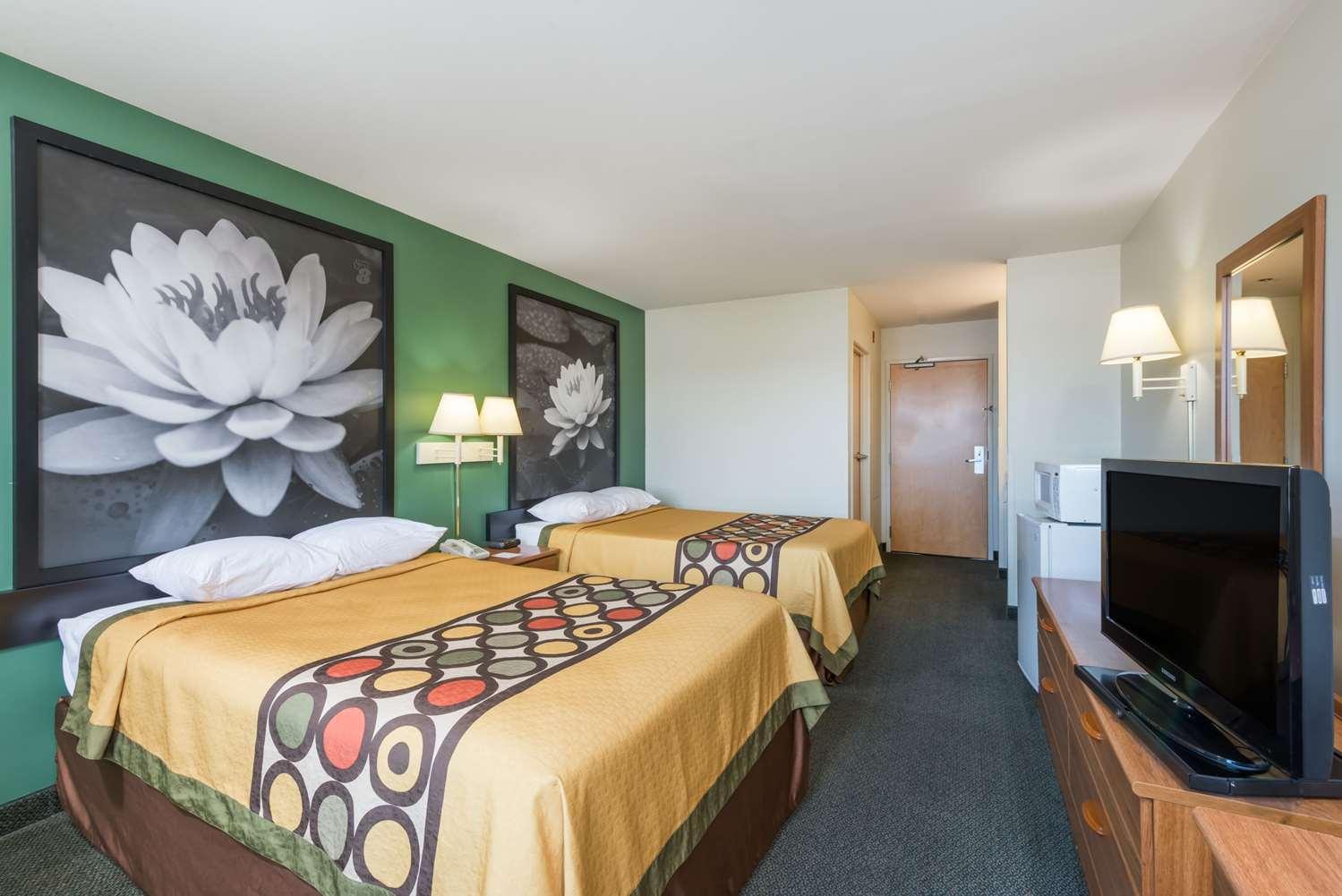 Room - Super 8 Hotel Halfway Hagerstown