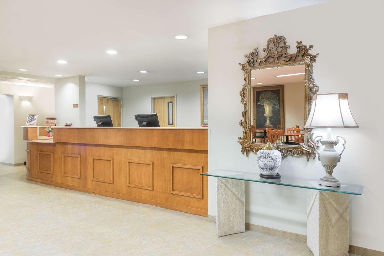 Lobby - Super 8 Hotel Halfway Hagerstown