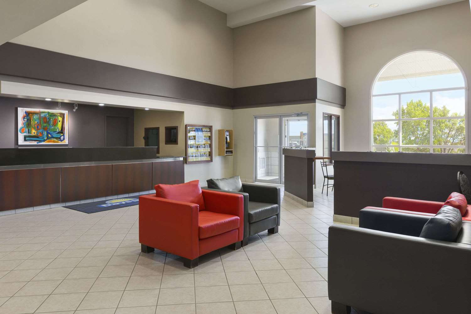 Lobby - Days Inn Steinbach