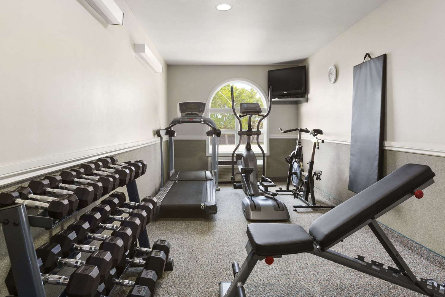 Fitness/ Exercise Room - Days Inn Steinbach
