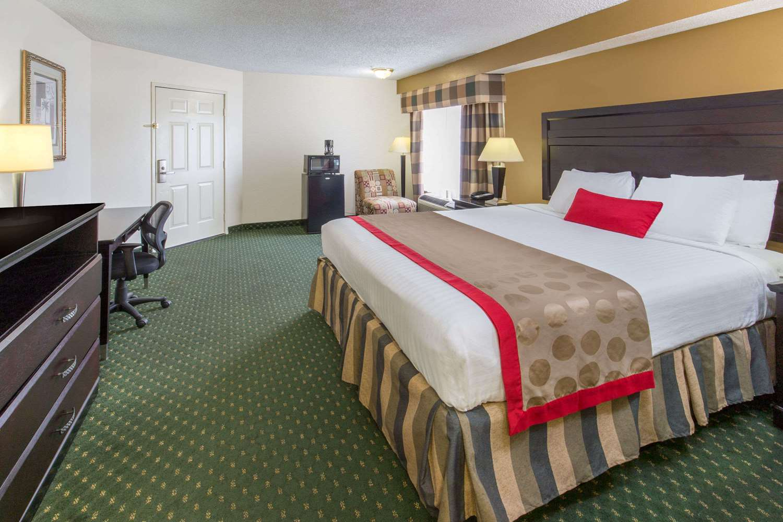 Room - Ramada Inn Airport Ontario
