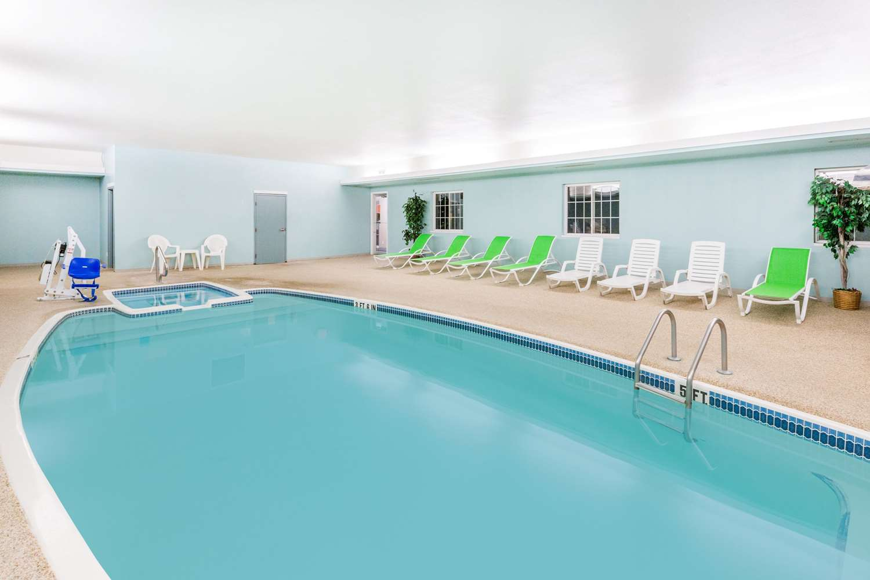Pool - Super 8 Hotel Mound City