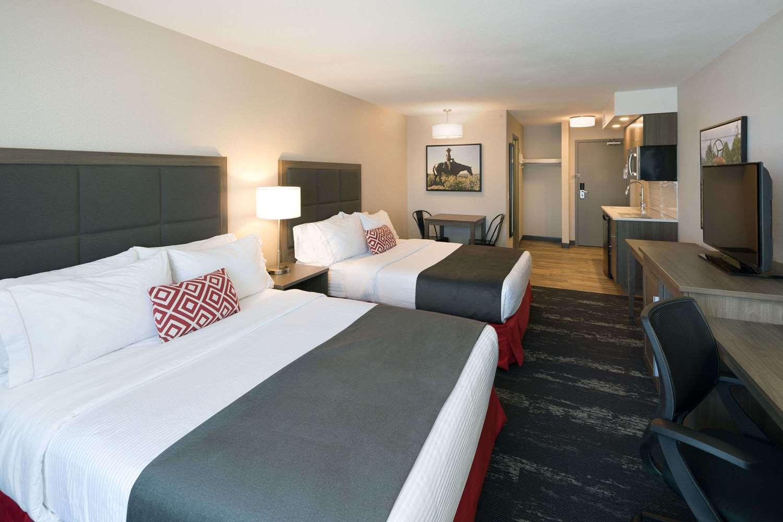 Suite - Ramada Inn Cochrane
