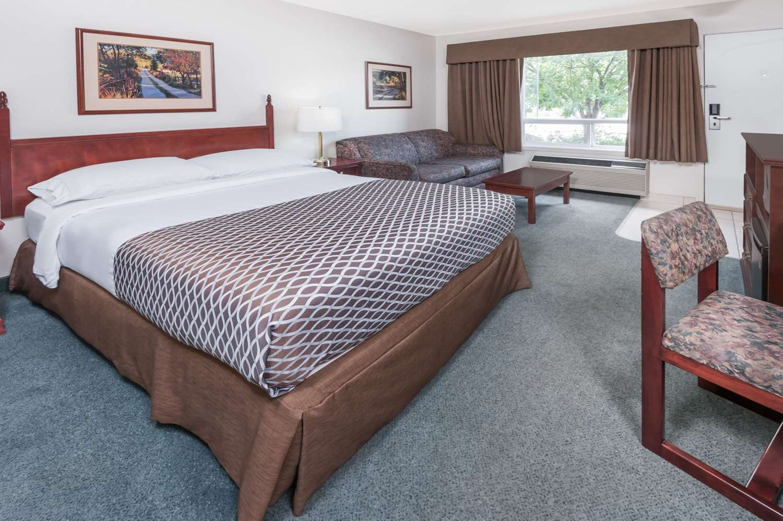 Room - Super 8 Hotel High River