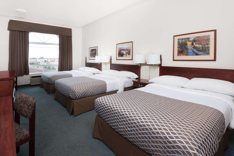 Suite - Super 8 Hotel High River