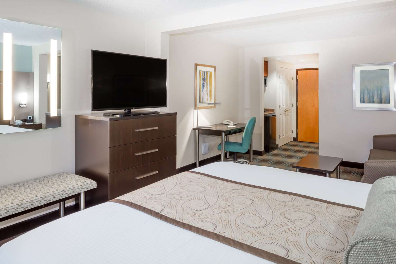 Suite - Wingate by Wyndham Hotel Airport Orlando