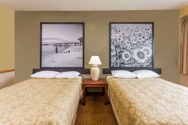 Room - Super 8 Hotel Osage