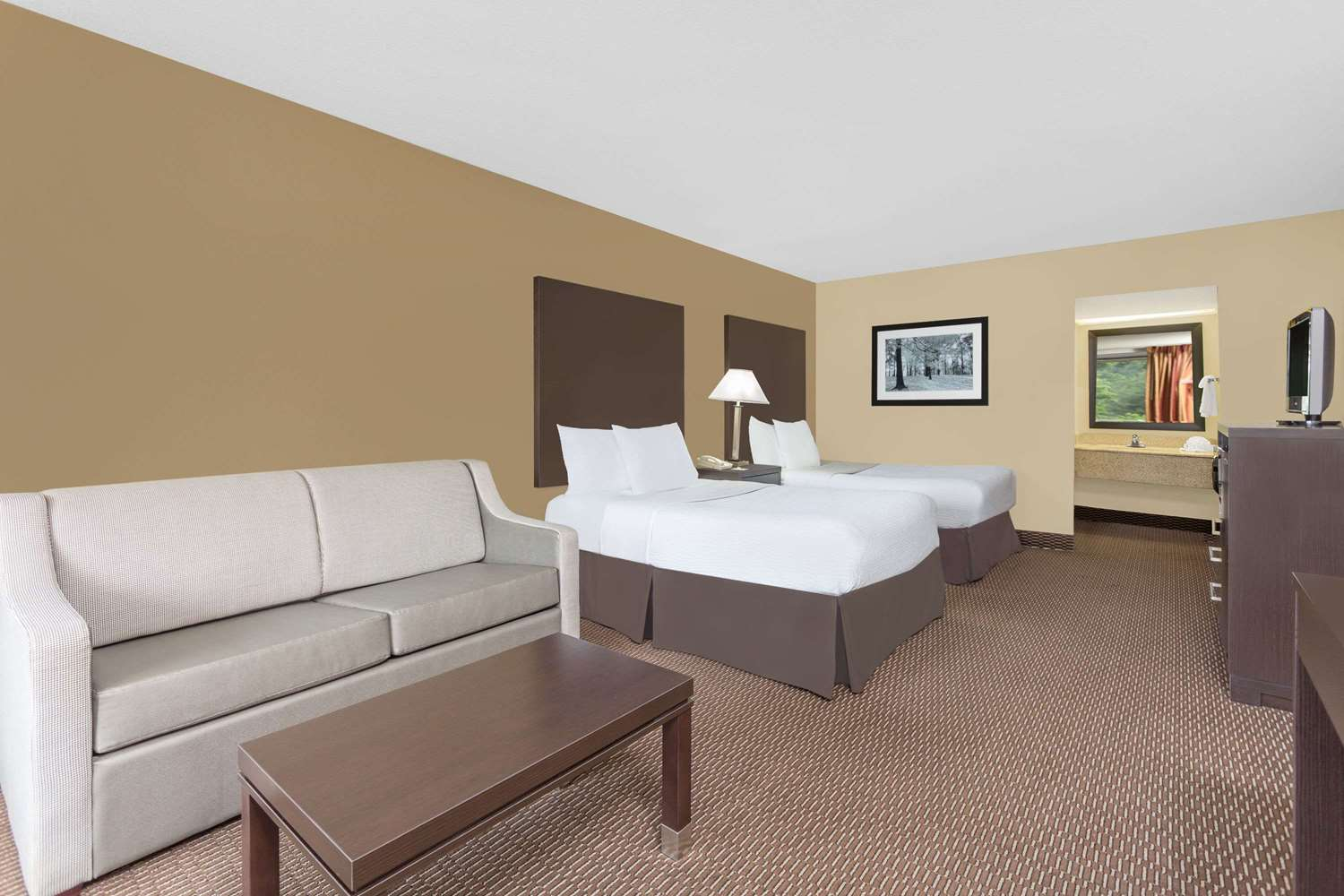 Room - Days Inn Asheville Mall