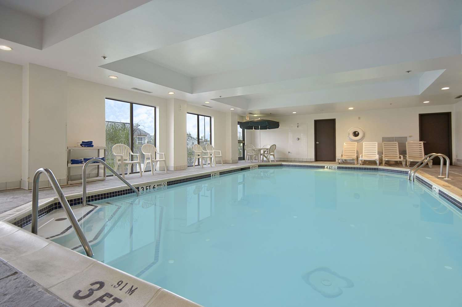 Pool - Wingate by Wyndham Hotel Allentown