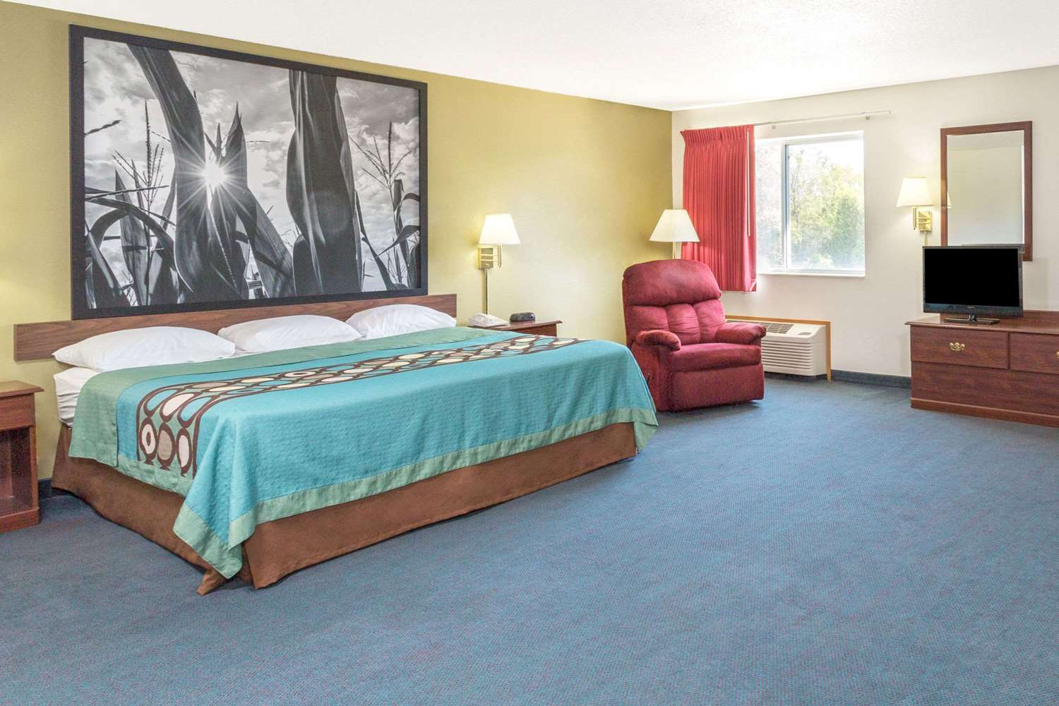 Suite - Super 8 Hotel Cresco