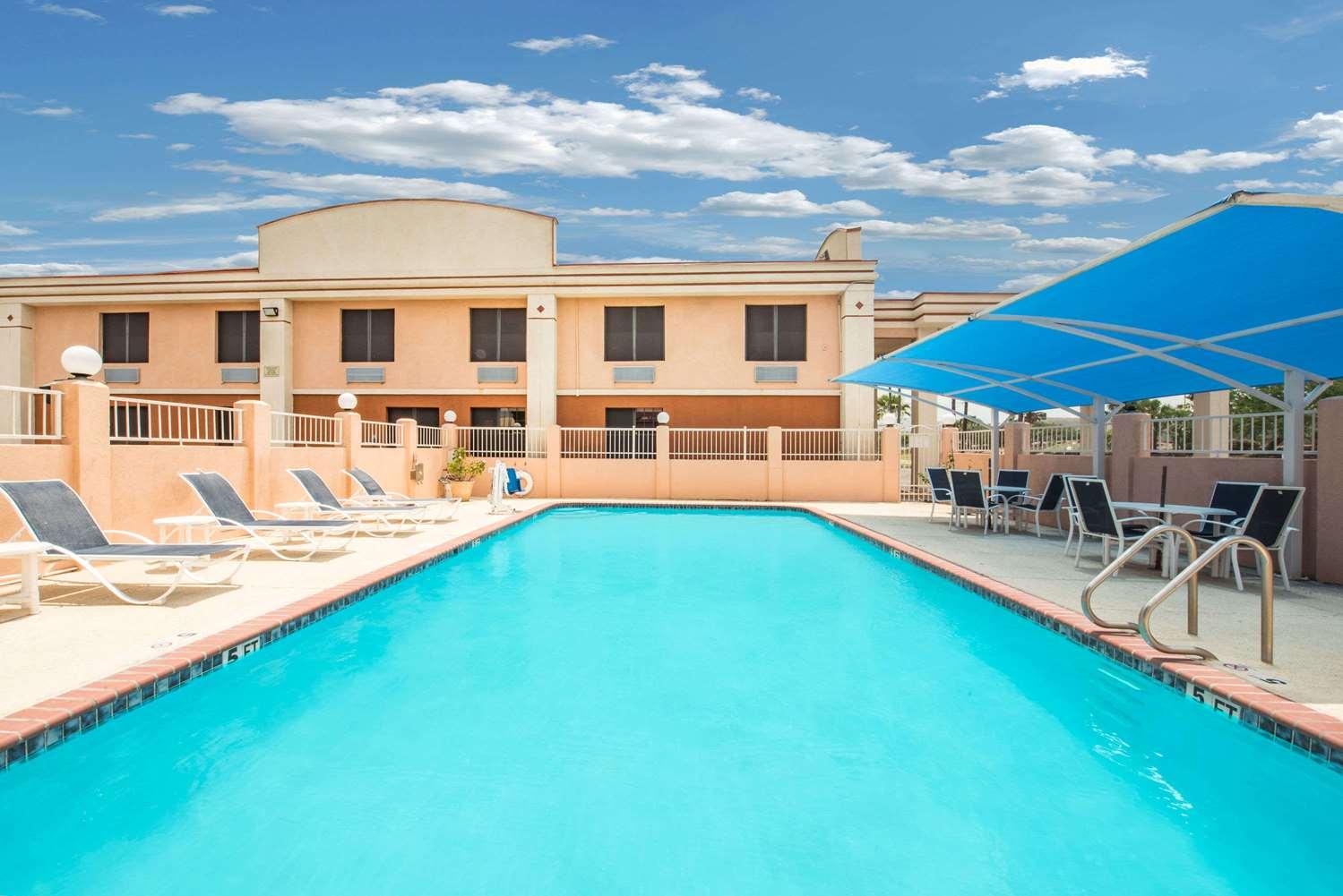 Pool - Days Inn McAllen