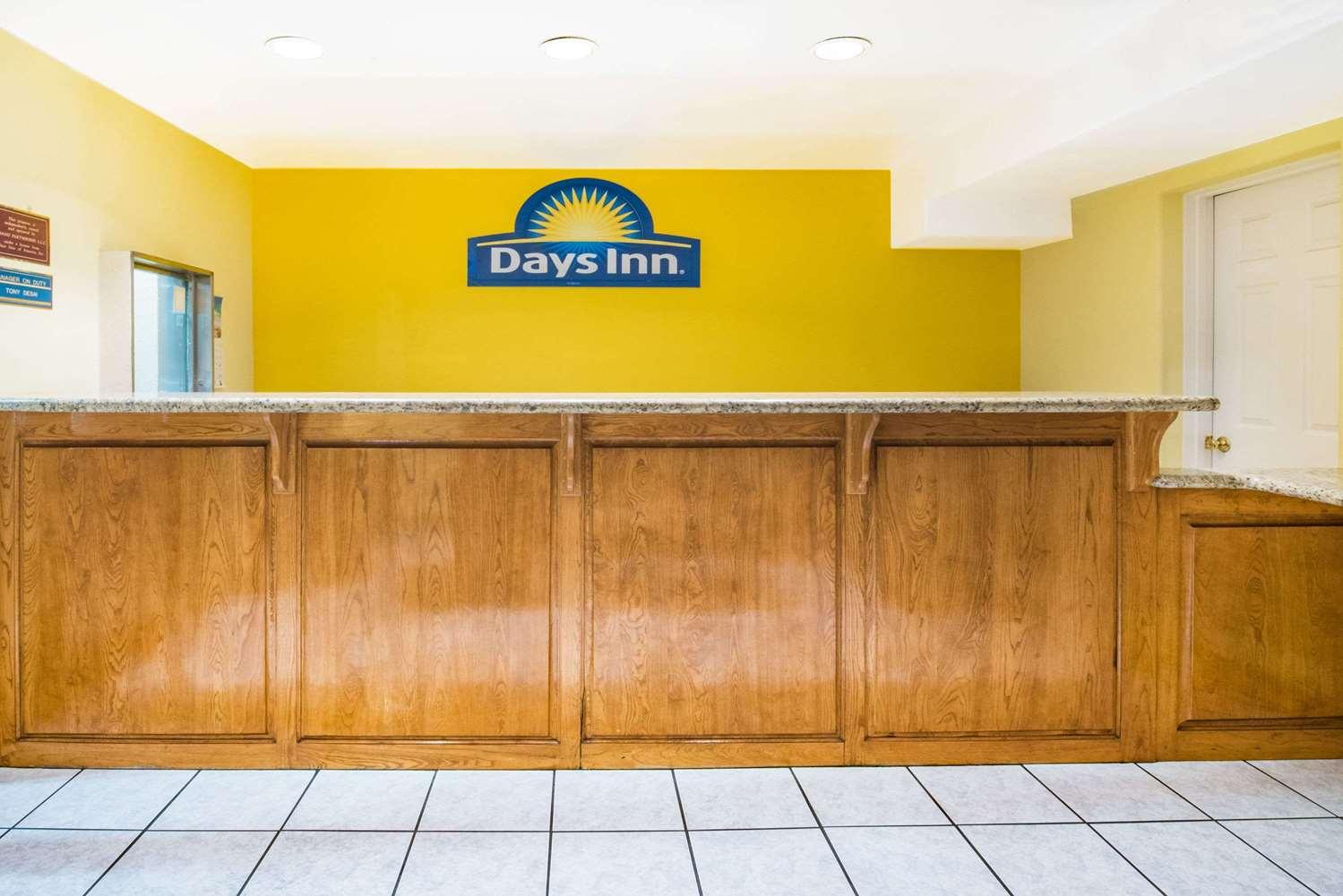 Lobby - Days Inn McAllen
