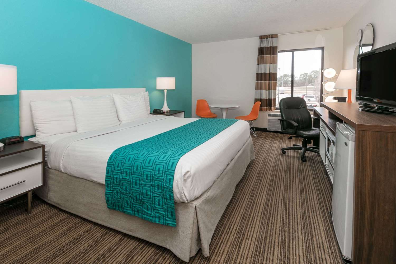 Room - Howard Johnson Inn Scott