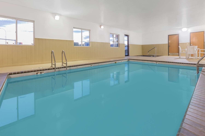 Pool - Super 8 Hotel East Sioux Falls