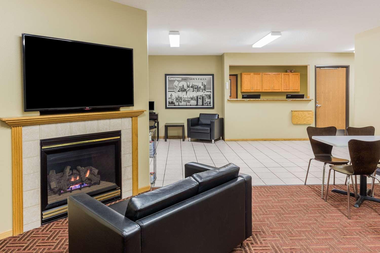 Lobby - Super 8 Hotel East Sioux Falls