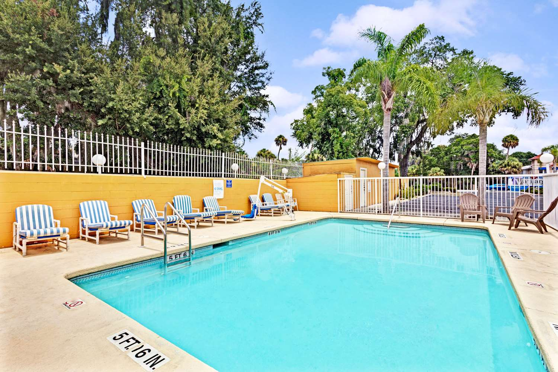 Pool - Days Inn Daytona Beach