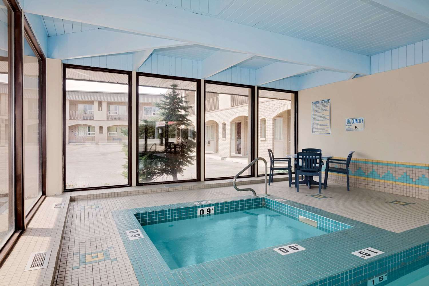 Pool - Ramada Limited Hotel Calgary