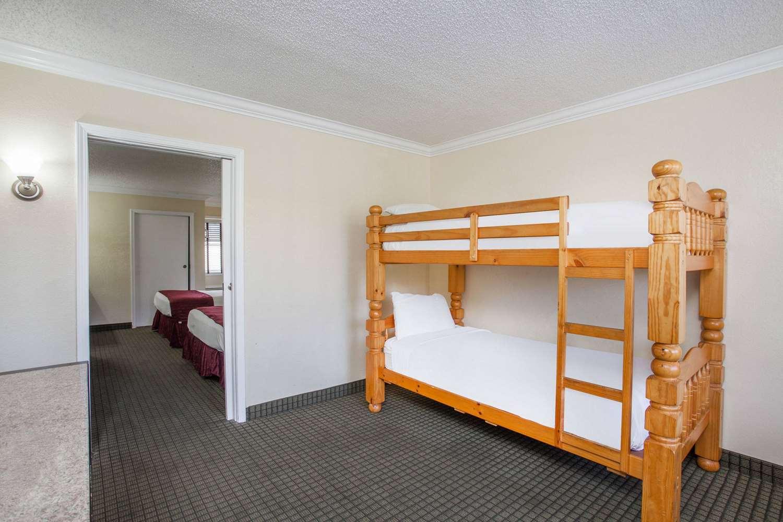 Room - Ramada Hotel Convention Center Anaheim