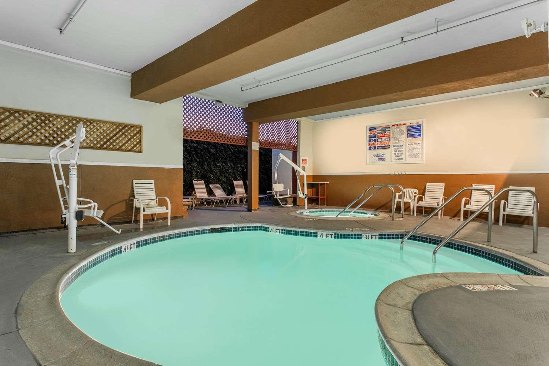 Pool - Ramada Hotel Convention Center Anaheim