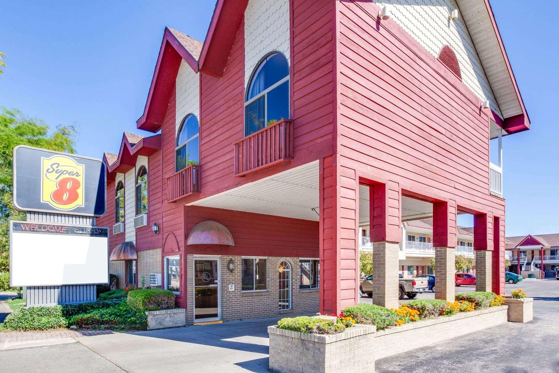 Exterior view - Super 8 Hotel Beachfront Area Mackinaw City