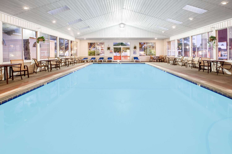 Pool - Super 8 Hotel Beachfront Area Mackinaw City