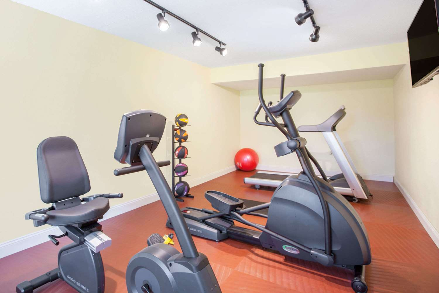 Fitness/ Exercise Room - Days Inn Brooksville