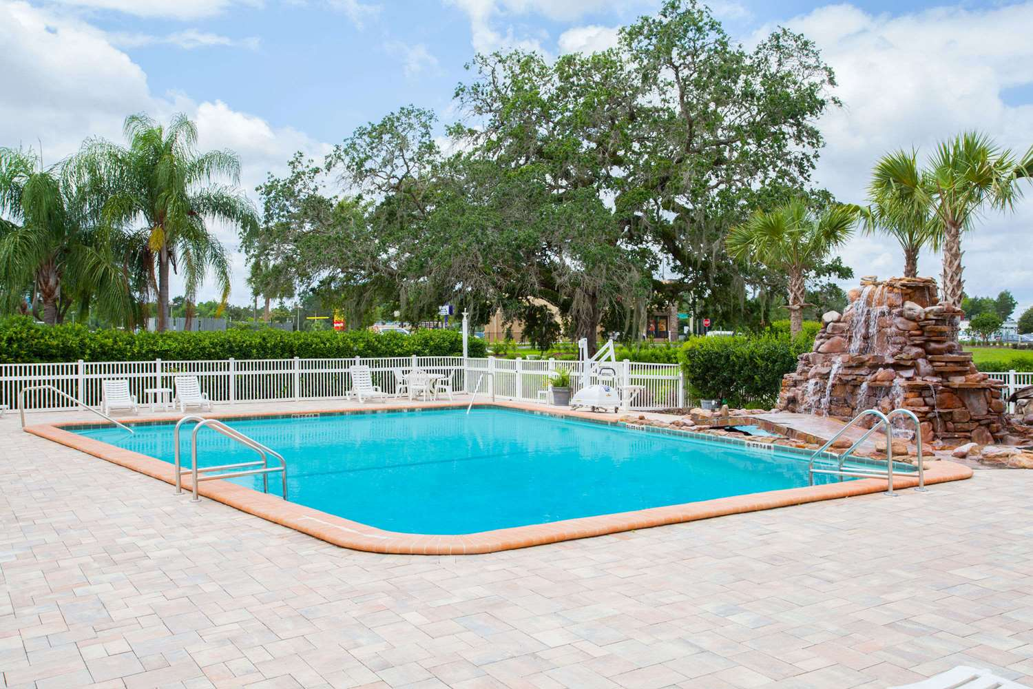 Pool - Days Inn Brooksville