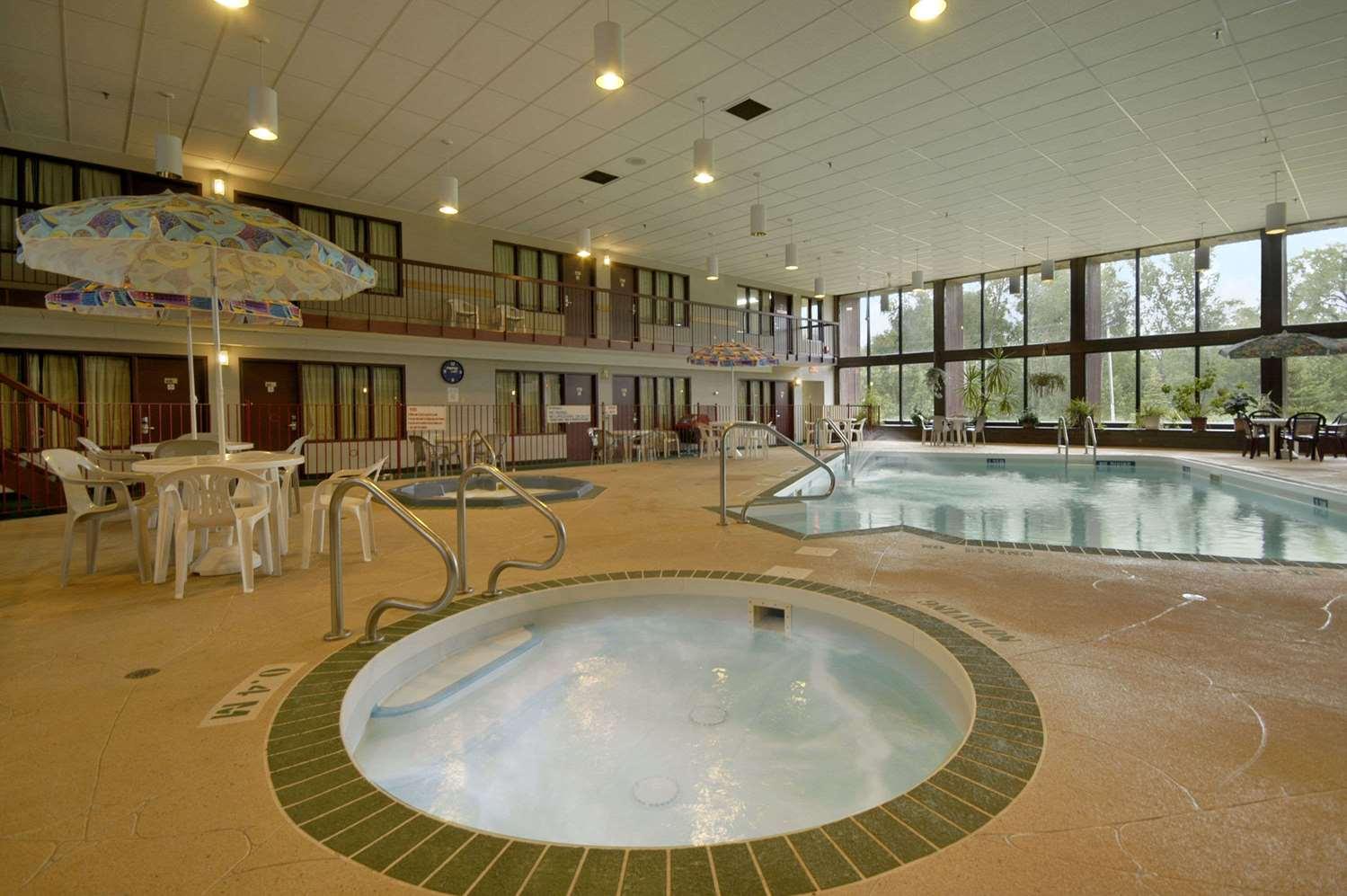 Pool - Days Inn Portage la Prairie