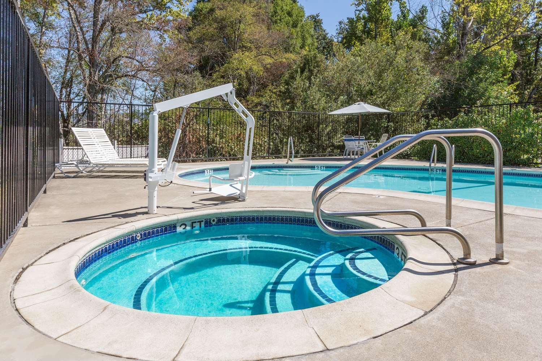 Pool - Super 8 Hotel Willits