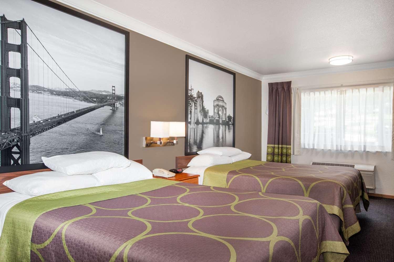 Room - Super 8 Hotel Willits