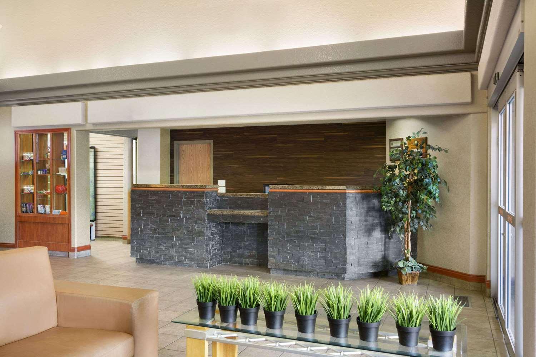 Lobby - Days Inn Airport Calgary