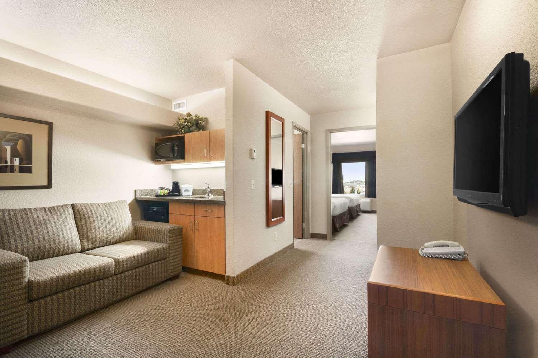 Suite - Days Inn Airport Calgary