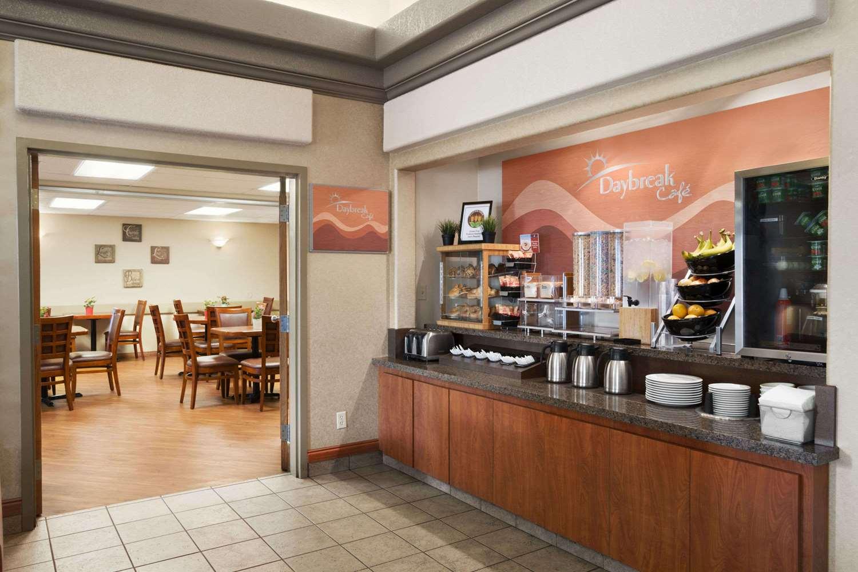 Restaurant - Days Inn Airport Calgary