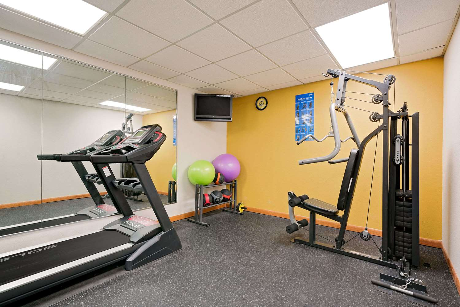 Fitness/ Exercise Room - Days Inn Mounds View